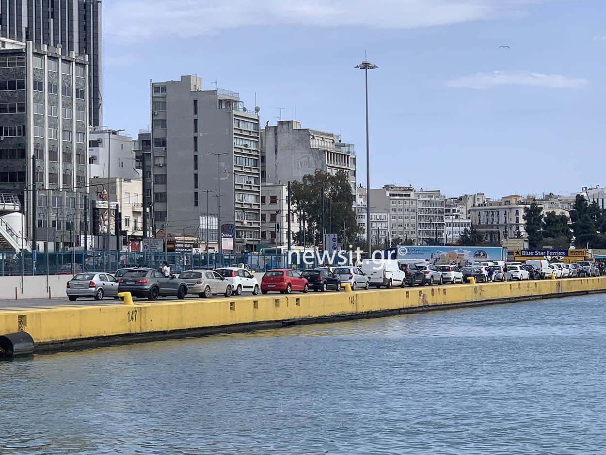 Μπλόκο στα διόδια και αυξημένη κίνηση στο λιμάνι του Πειραιά – Έλεγχοι παντού