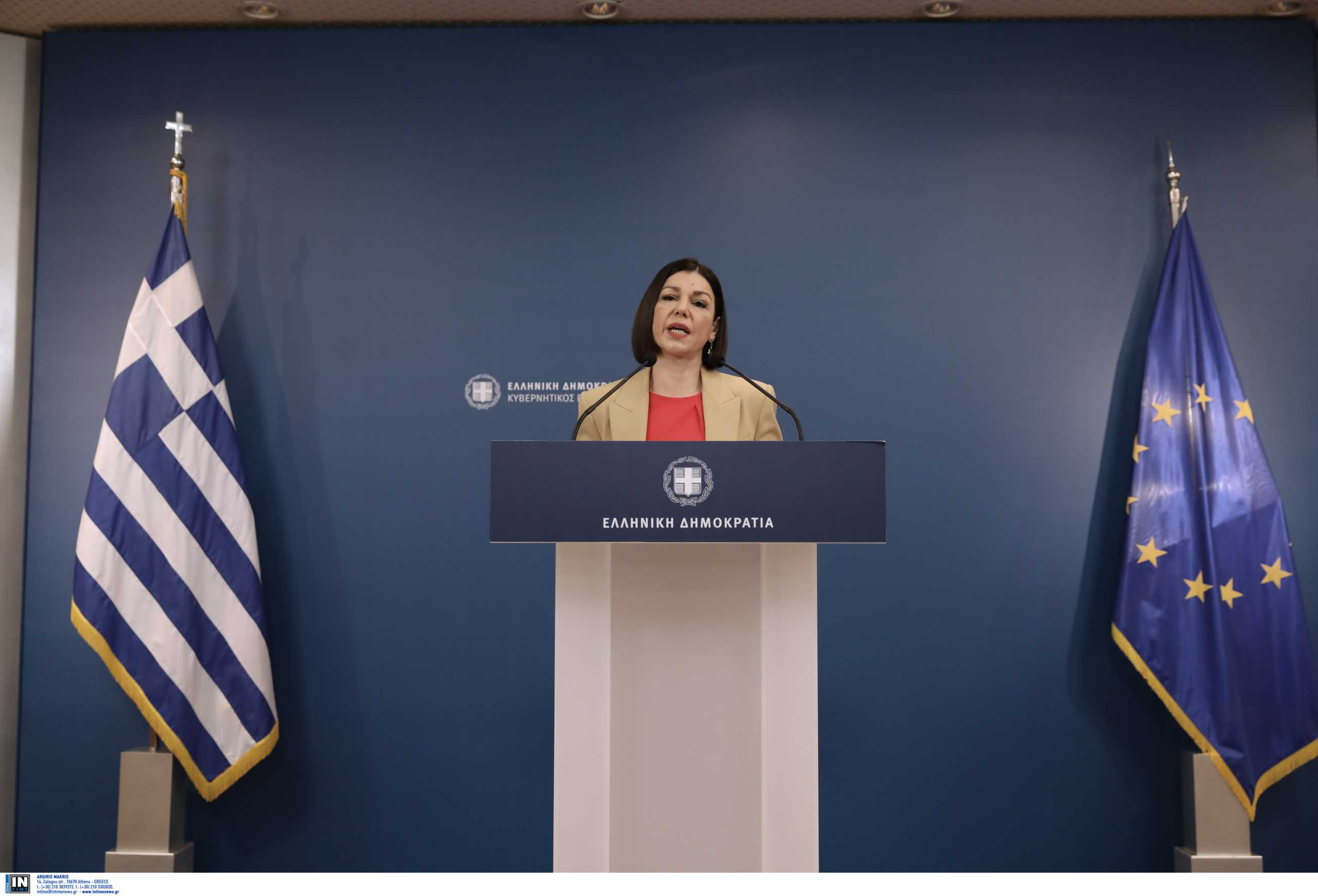 Live: Η ενημέρωση από την κυβερνητική εκπρόσωπο Αριστοτελία Πελώνη