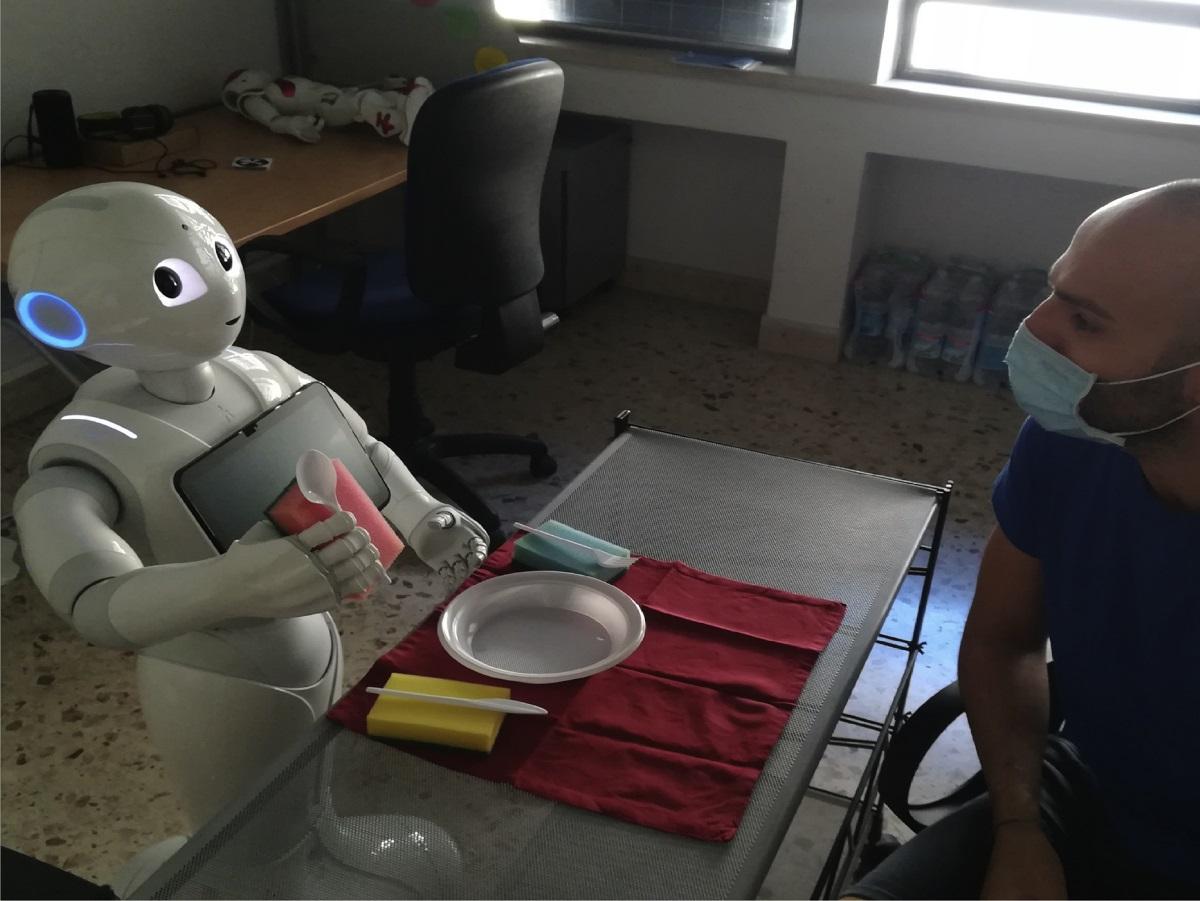 Pepper: Το πρώτο ρομπότ που… «μιλάει» στον εαυτό του φωναχτά – Υπάρχει και στην Ελλάδα (pics)