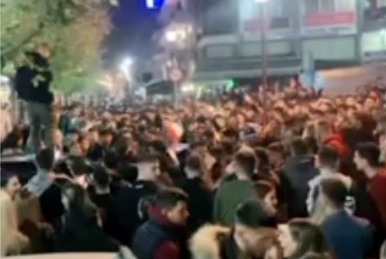 Χαμός και στο Περιστέρι: Υπαίθριο πάρτι, με μουσική και «ποτάρες» (video)