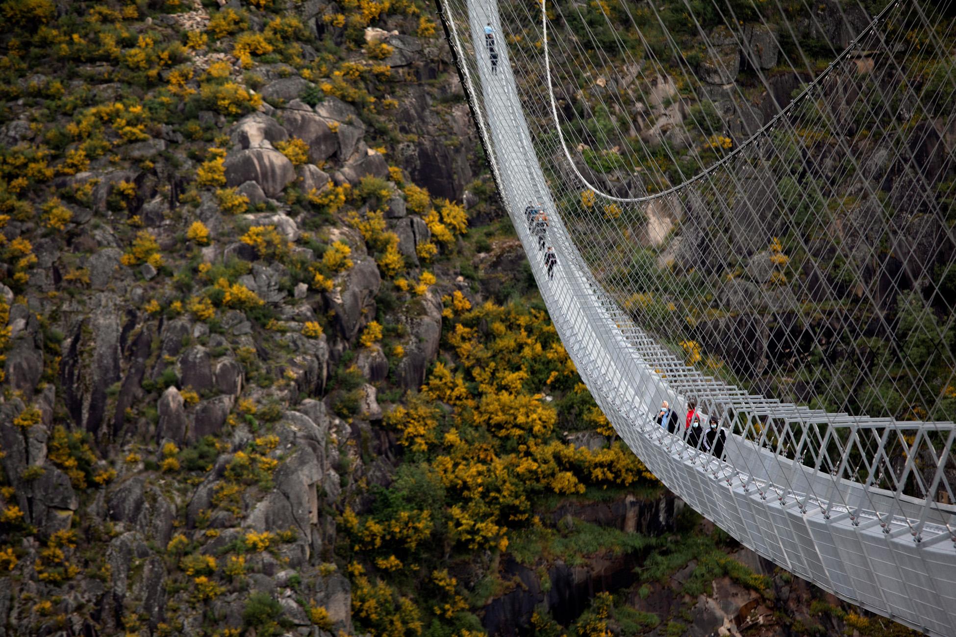 Πορτογαλία: Ιδού η μεγαλύτερη κρεμαστή πεζογέφυρα στον κόσμο – Εντυπωσιακές εικόνες