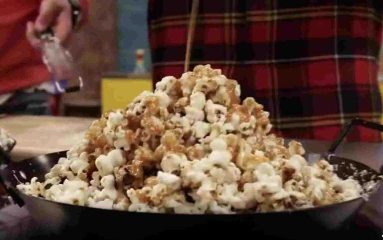 Αλμυρά pop corn με μπέικον και sweet chilli & pop corn με λευκή σοκολάτα και καραμέλα