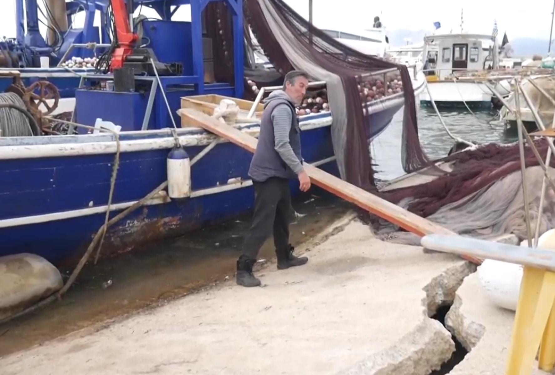 Αχαΐα: Σε απόγνωση οι ψαράδες στις Αλυκές – Τεράστια ρωγμή στον προβλήτα
