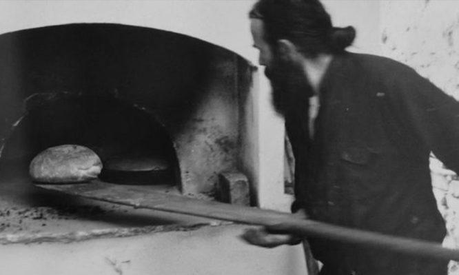 Συνταγή για να φτιάξεις μόνος σου το περίφημο αγιορείτικο ψωμί!