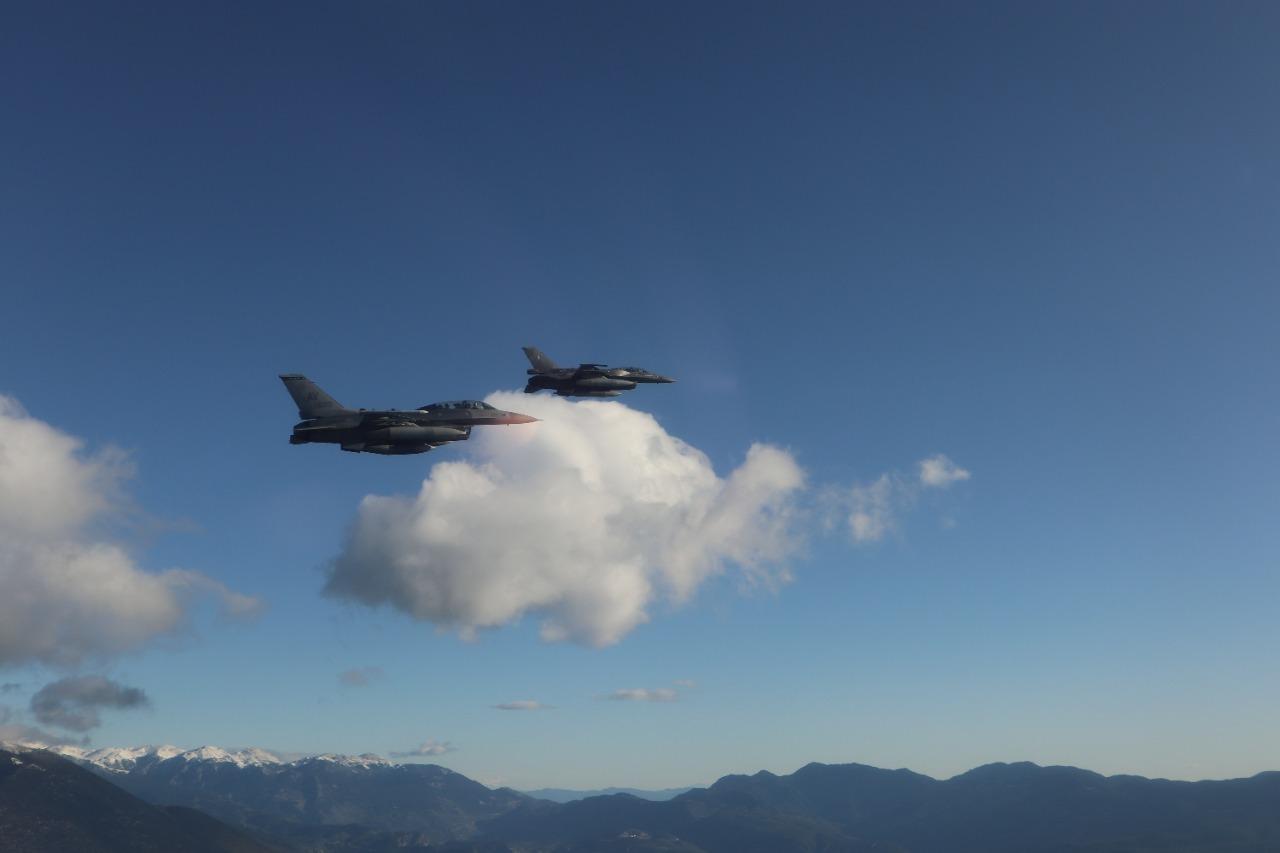 Ηνίοχος 21: «Ιπτάμενος» ο Αμερικανός πρέσβης Πάιατ με μαχητικό F-16 [pics]