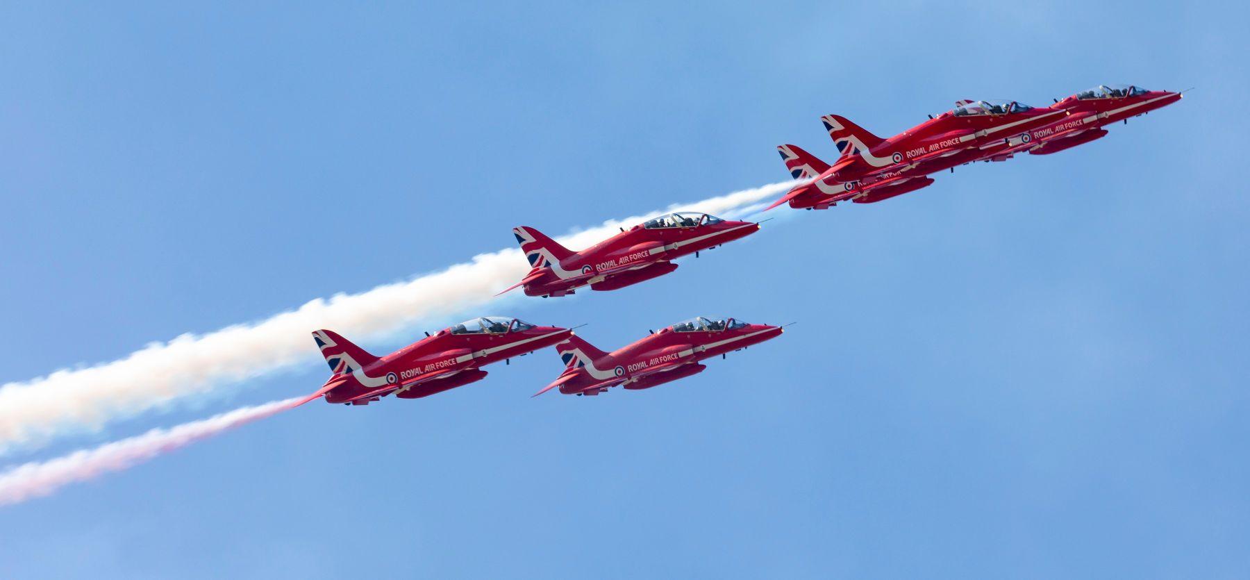Red Arrows: Στην 114 Πτέρυγα Μάχης το ιστορικό ακροβατικό σμήνος της RAF [pics]