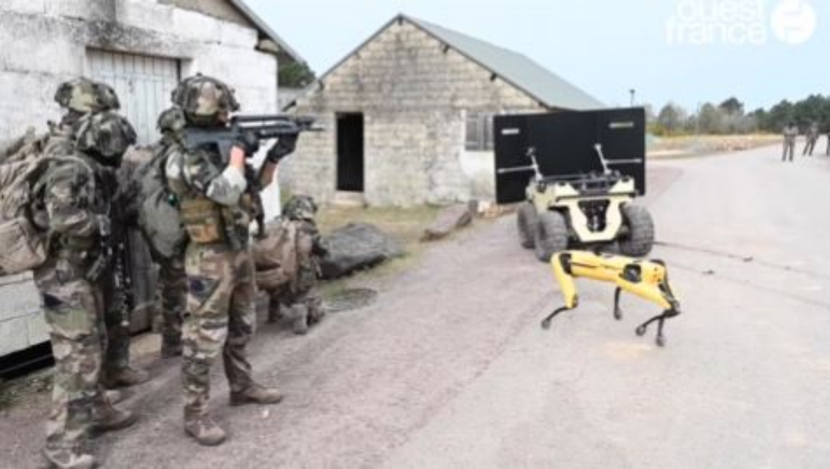 Robodog: Πόλεμος από το μέλλον… Το ρομπότ «σκύλος» των 75.000 δολαρίων που δοκιμάζει ο γαλλικός στρατός (pics, vids)