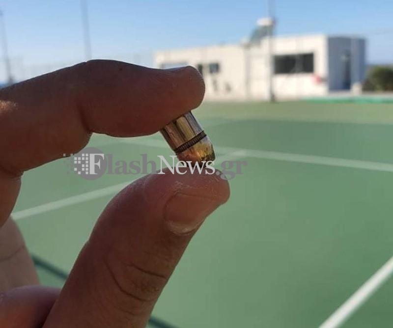 Χανιά: Έπαιζαν τένις και πέρασε πάνω από τα κεφάλια τους αυτή η σφαίρα – Πανικός στο γήπεδο (pics)