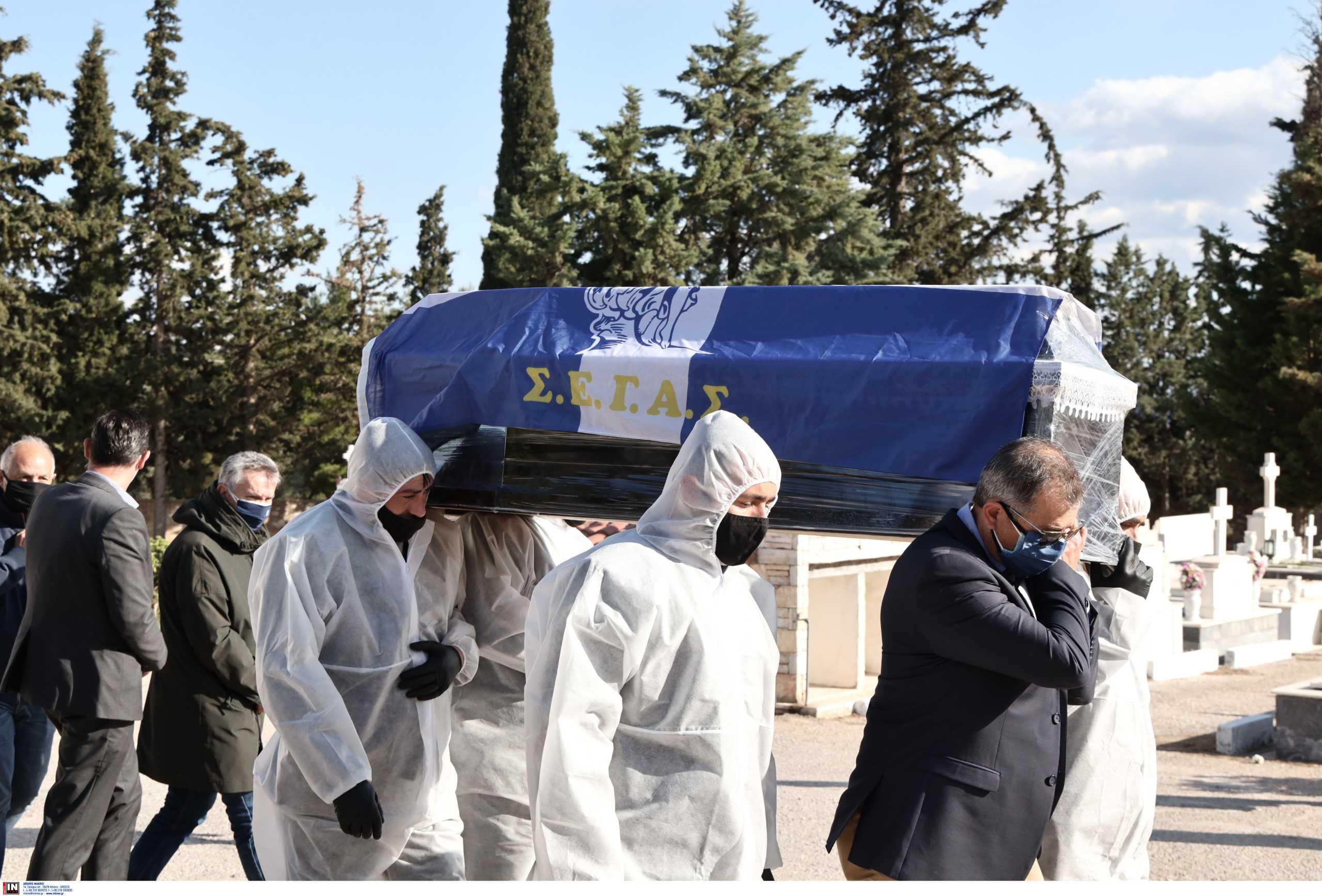 Κηδεία Σεβαστή: Με σημαία του ΣΕΓΑΣ το φέρετρο (pics)