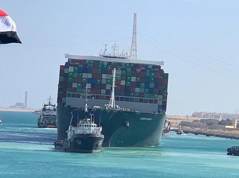 Διώρυγα του Σουέζ: Περνούν και τα τελευταία πλοία που είχαν κολλήσει λόγω Ever Given (pics)