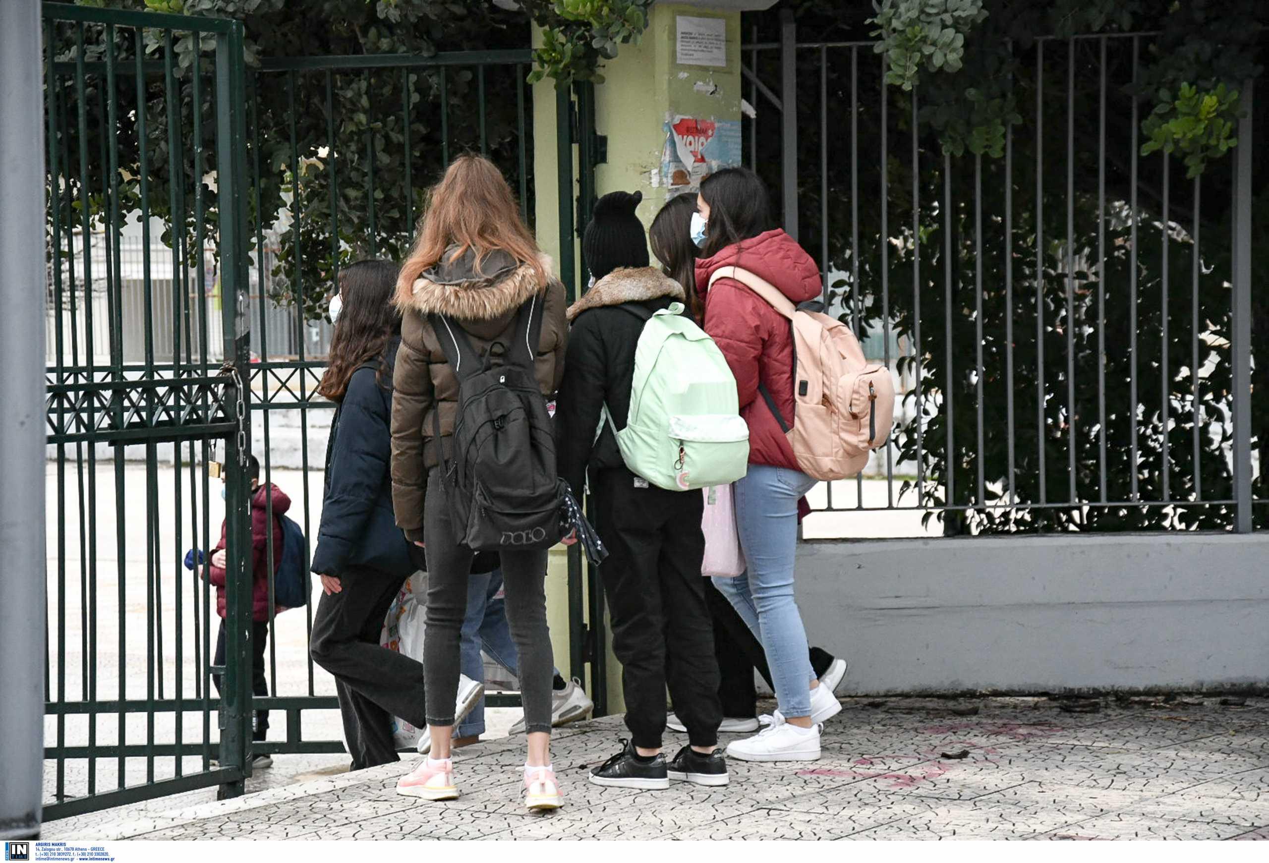 Πελώνη: Ανοίγουν τα Λύκεια 12 Απριλίου με self test