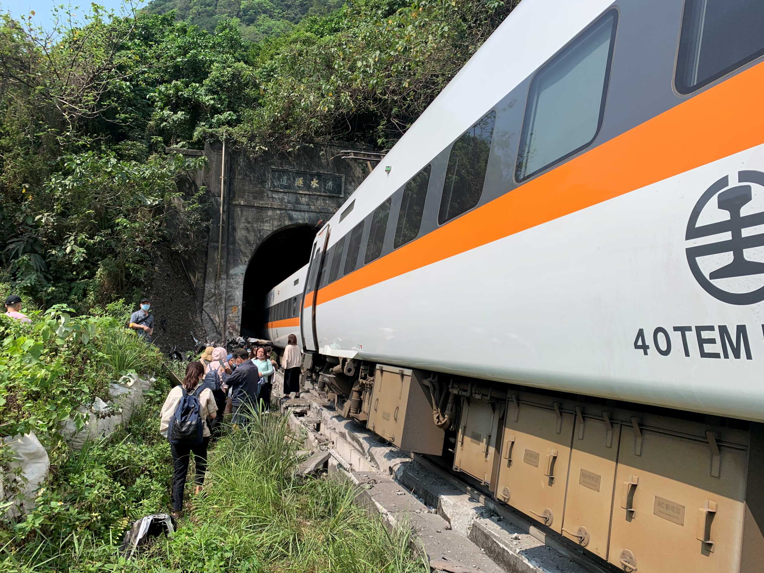 Ταϊβάν: 36 νεκροί από τον εκτροχιασμό τρένου (pics, video)