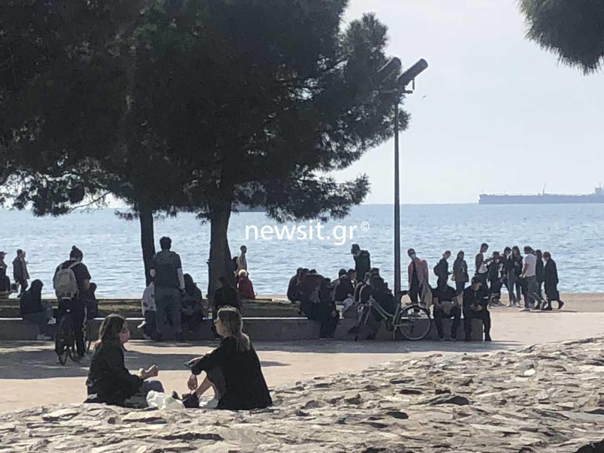 Θεσσαλονίκη: «Βούλιαξε» ξανά η παραλία από τον κόσμο