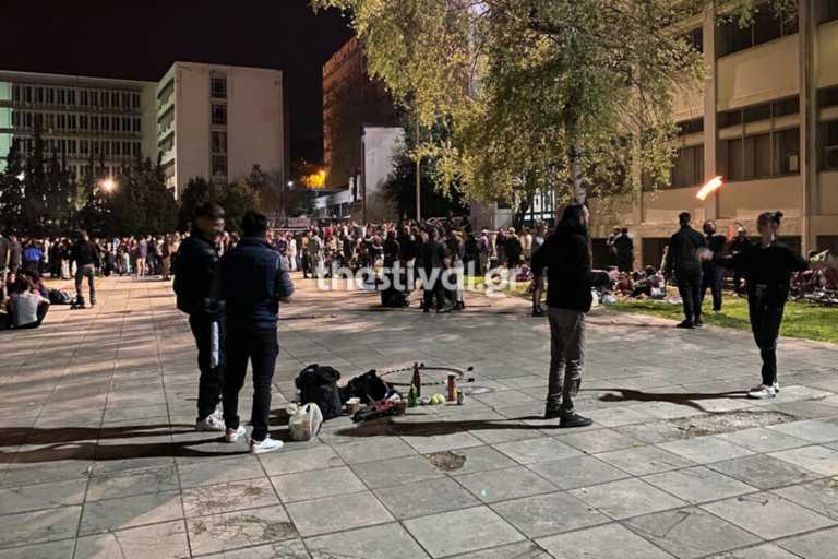 Θεσσαλονίκη: Στον κόσμο τους! Κορονοπάρτι με πάνω από 1000 άτομα στο ΑΠΘ (video)