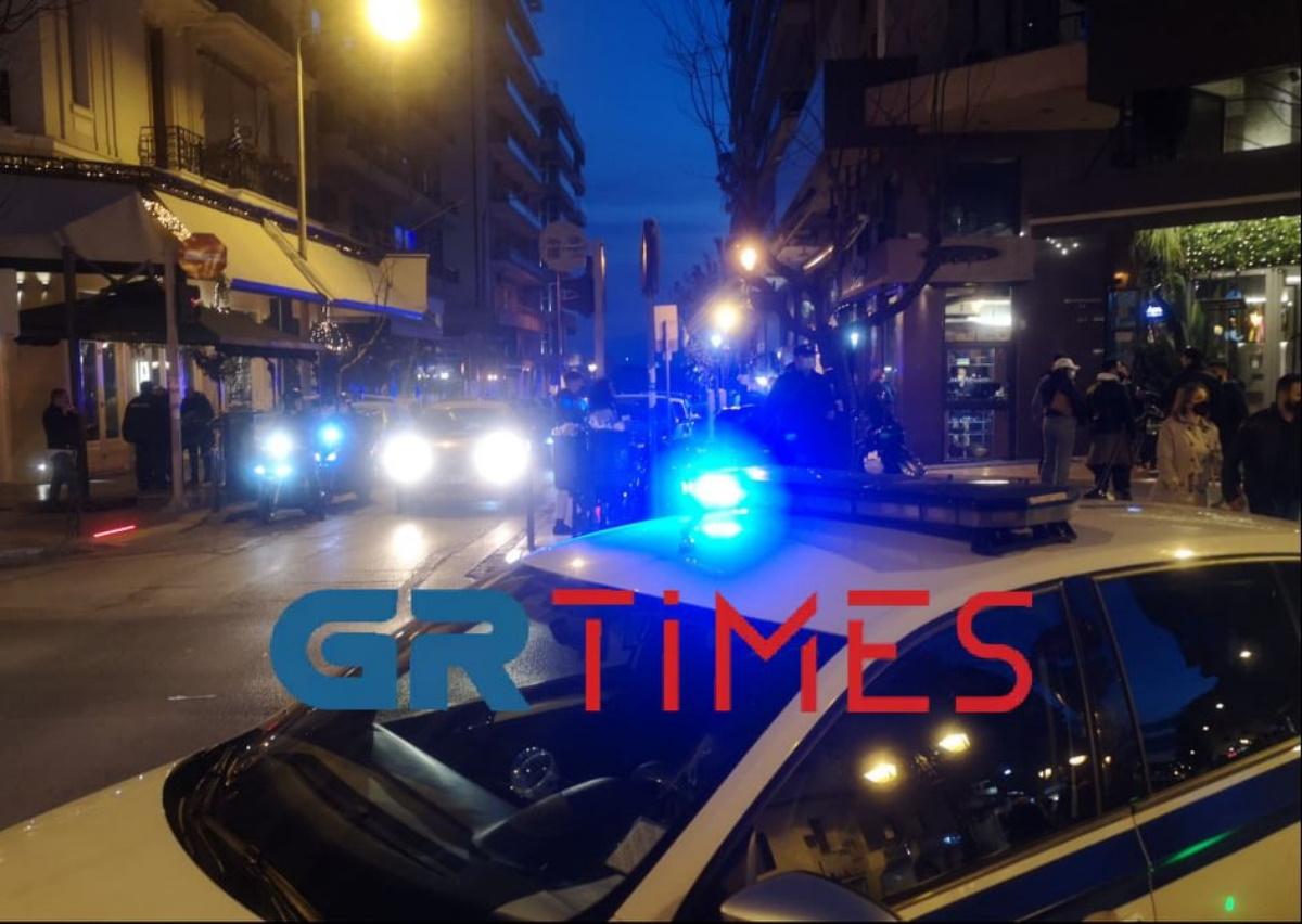 Θεσσαλονίκη: Επέμβαση της ΕΛ.ΑΣ. για τις εικόνες συνωστισμού στο κέντρο της πόλης (pics, vids)