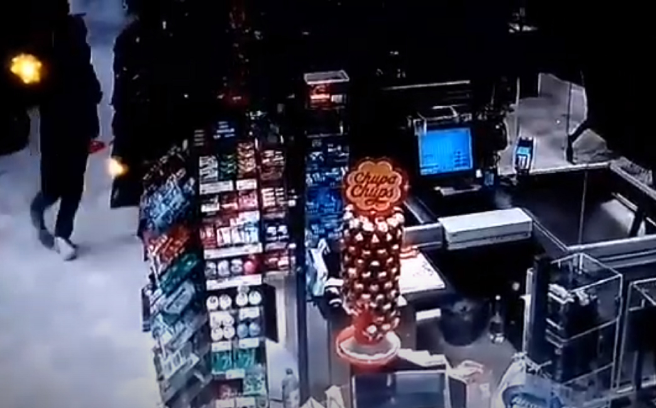 Θεσσαλονίκη: Ληστές με καραμπίνες σε σούπερ μάρκετ – Το βίντεο ντοκουμέντο με το χτύπημα (video)