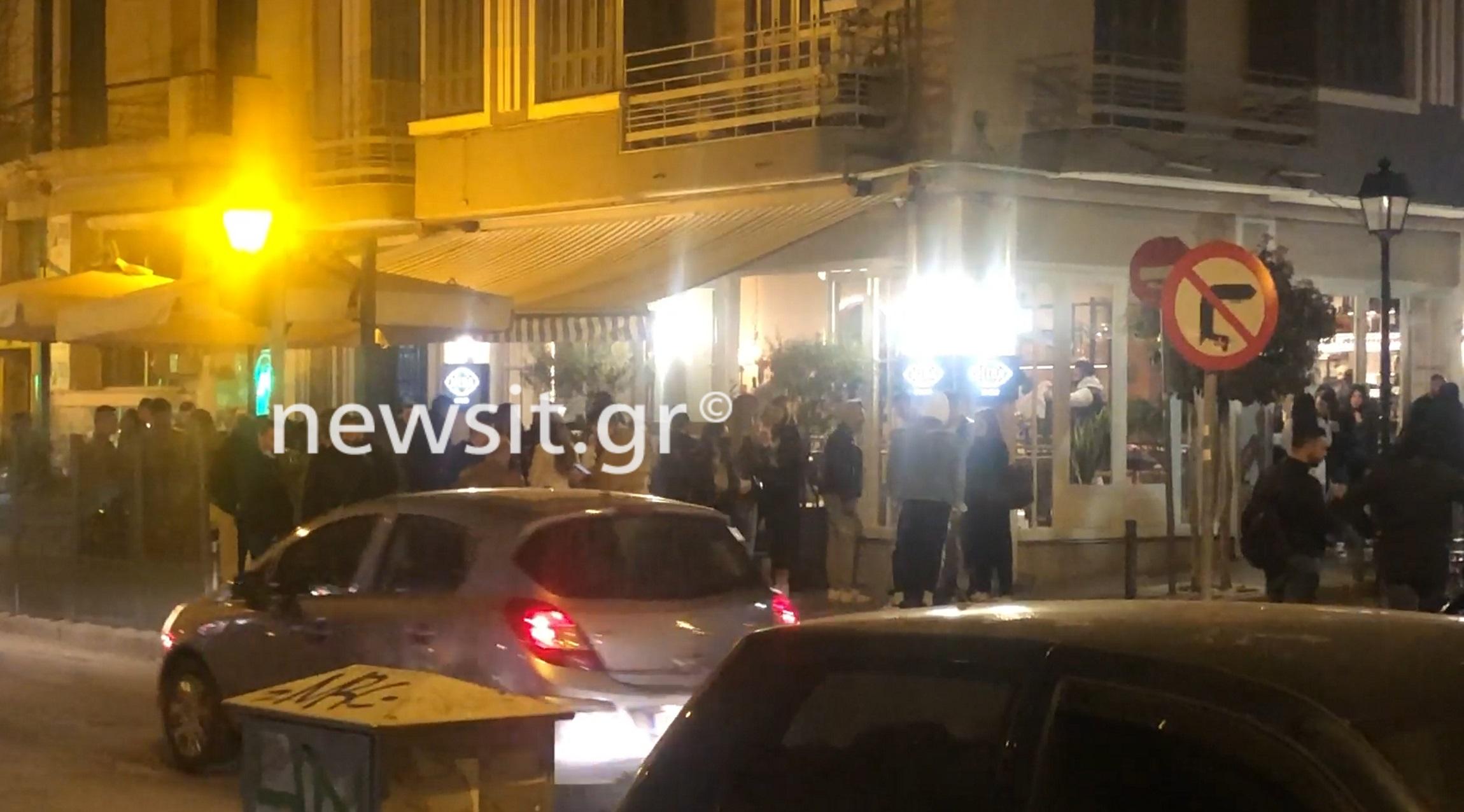 Δε βάζουν μυαλό: Φίσκα ξανά τα πεζοδρόμια της Θεσσαλονίκης – Ποτό take away και φουλ συνωστισμός