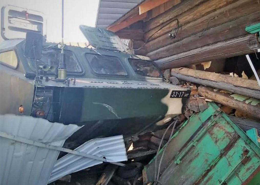 Αδιανόητo ατύχημα στη Λευκορωσία: Όχημα με βαλλιστικό πύραυλο έπεσε πάνω σε σπίτι και το κατεδάφισε! [pics]