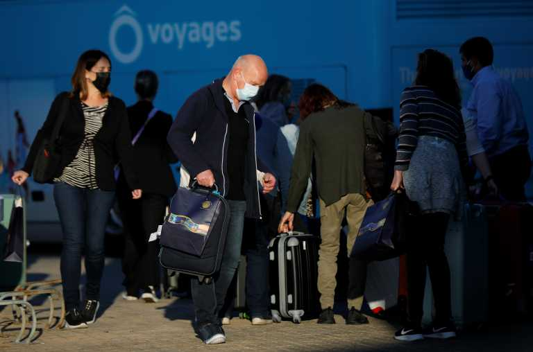 Ψάχνοντας τουρίστες: Σε τέσσερις χώρες με υψηλά ποσοστά εμβολιασμών ρίχνει «δίχτυα» η Ελλάδα