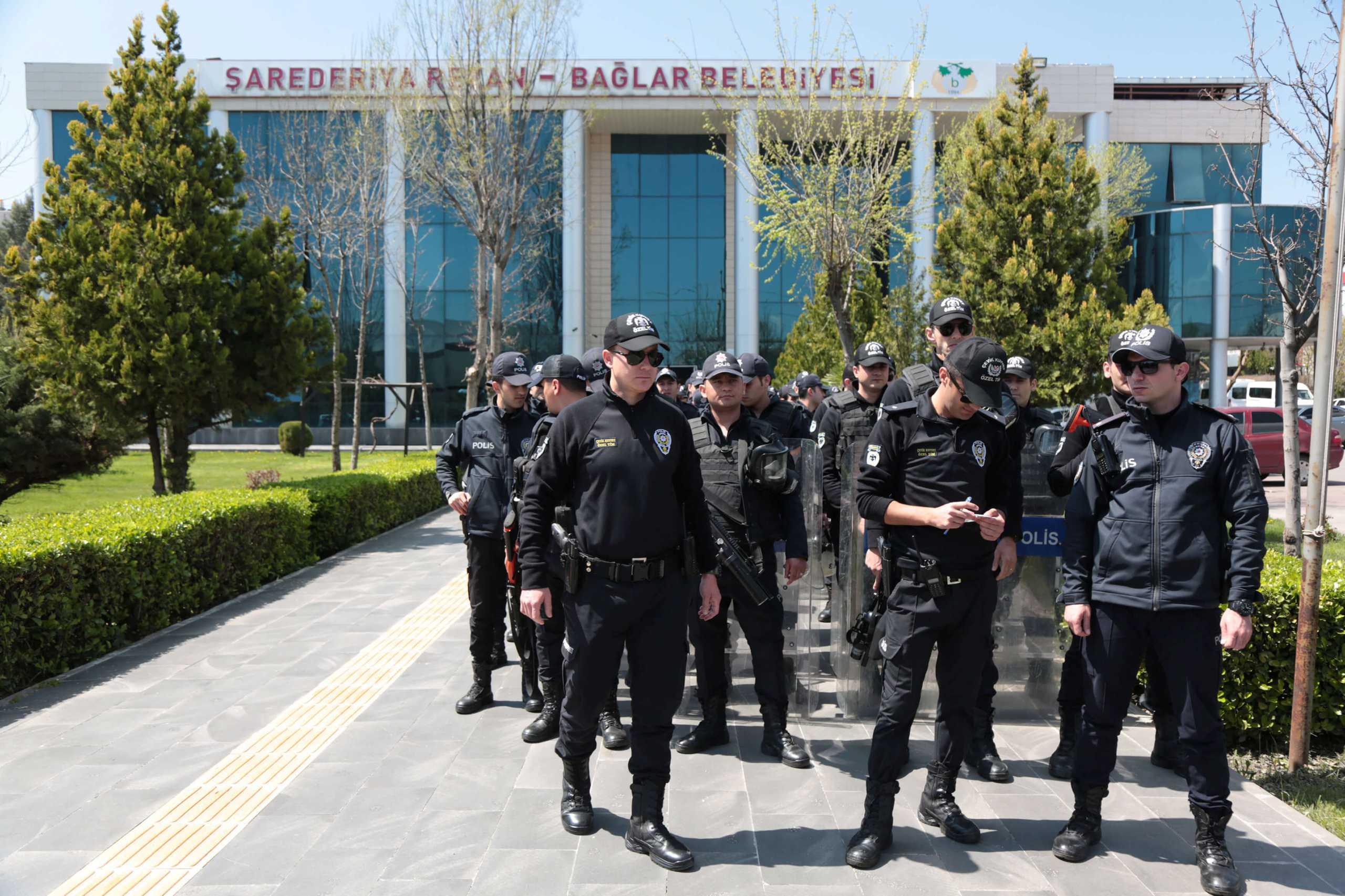 Τουρκία: Συλλήψεις 532 «Γκιουλενιστών» – Χειροπέδες σε 459 εν ενεργεία στρατιωτικούς