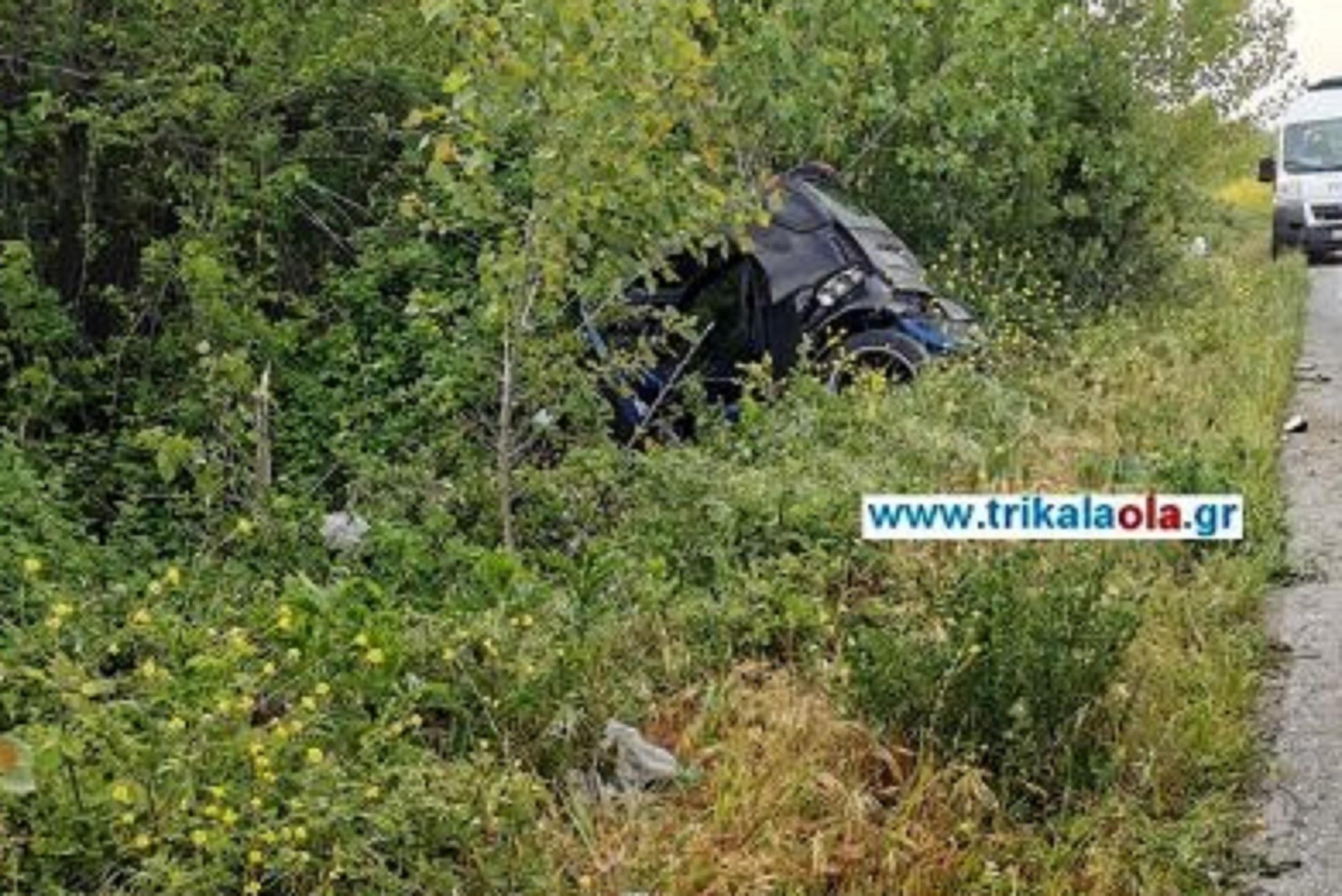 Τρίκαλα: Απίθανο τροχαίο σε δύο δόσεις – Σταμάτησε να βοηθήσει χωρίς να ξέρει ποια ήταν η οδηγός που εγκλωβίστηκε