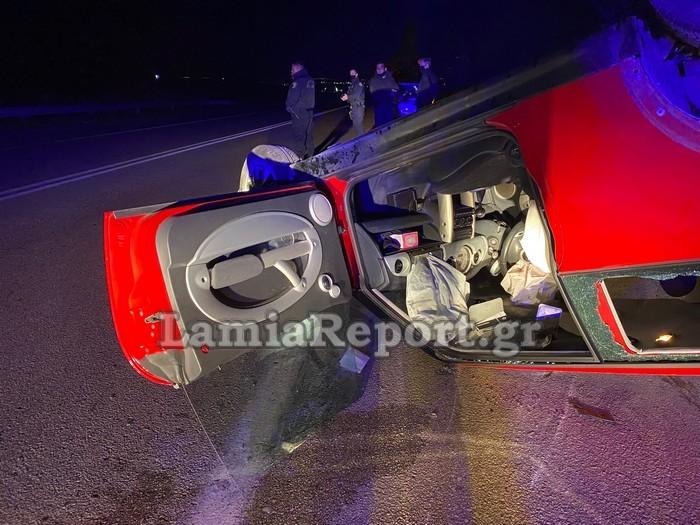 Λαμία: Σοβαρό τροχαίο με δύο τραυματίες – Έχασε τον έλεγχο στην ευθεία και πέρασε στο αντίθετο ρεύμα (pics)