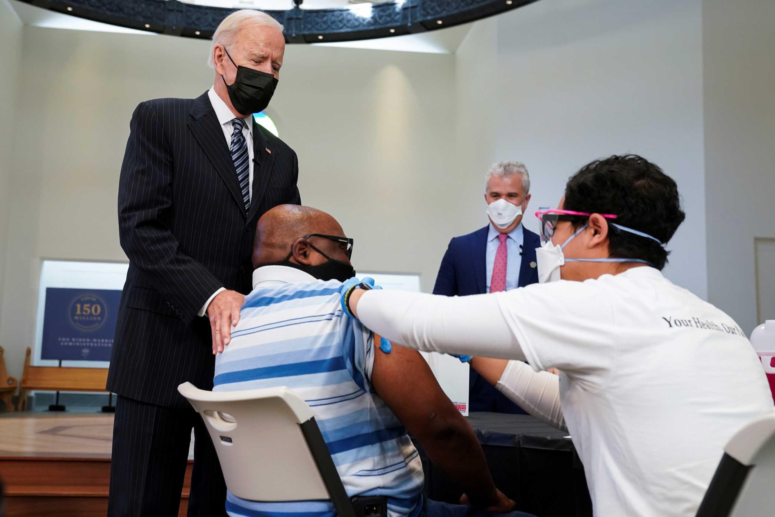«Όχι» από τον Λευκό Οίκο στο πιστοποιητικό εμβολιασμού για τον κορονοϊό