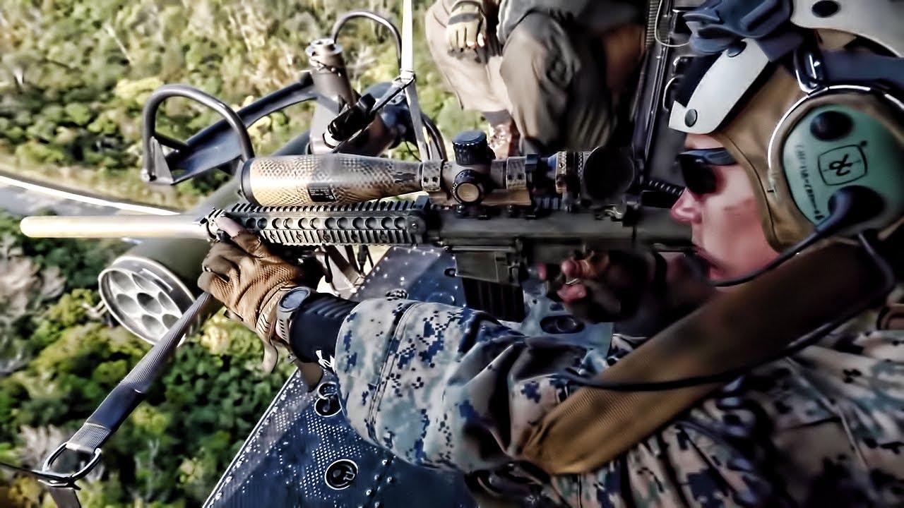 Εντυπωσιακές βολές ελεύθερου σκοπευτή μέσα από ελικόπτερο! (video)