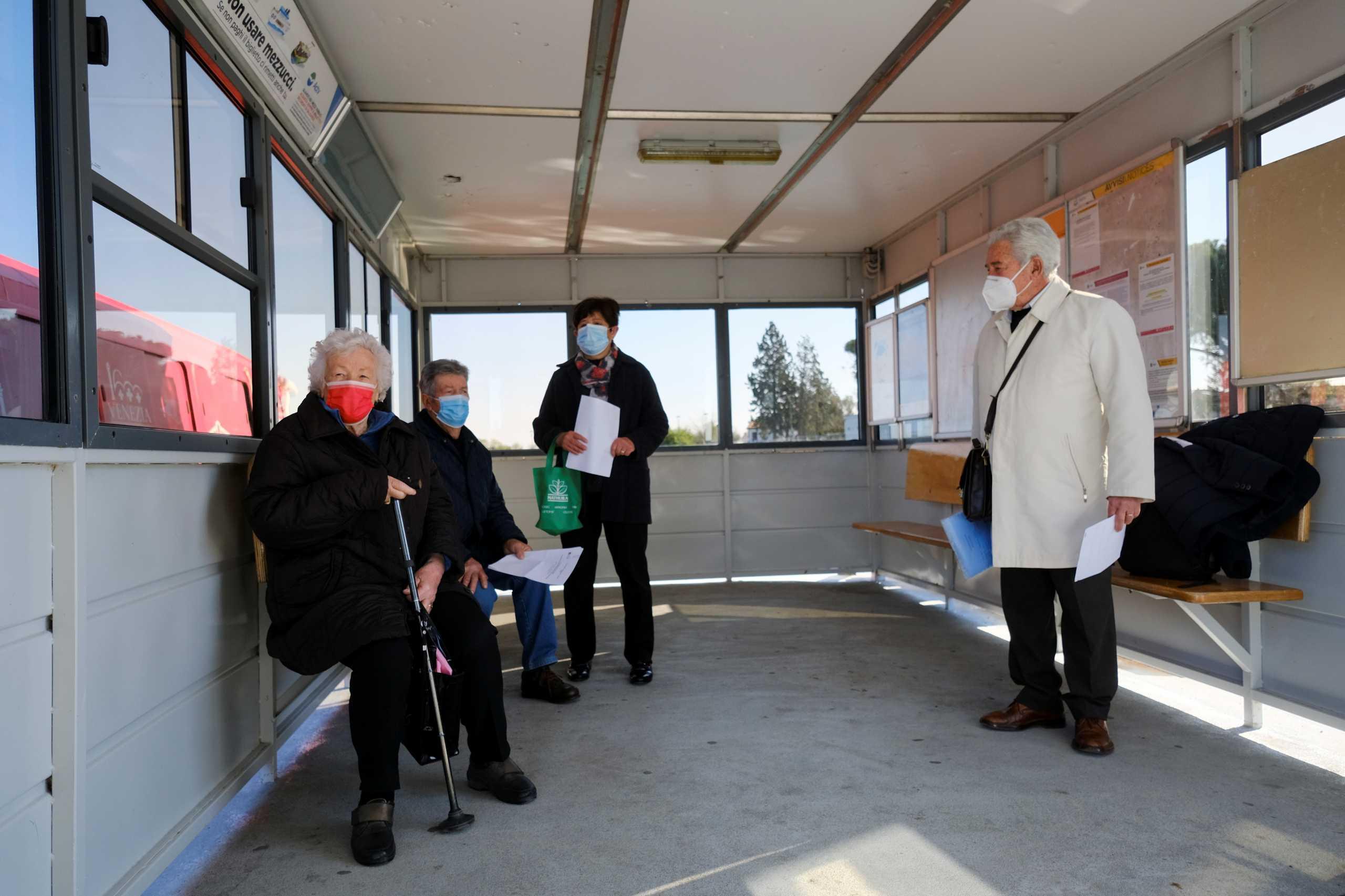 Ιταλία: Απογοητευτικά τα στοιχεία για την πορεία των εμβολιασμών – Η έκκληση του Μάριο Ντράγκι