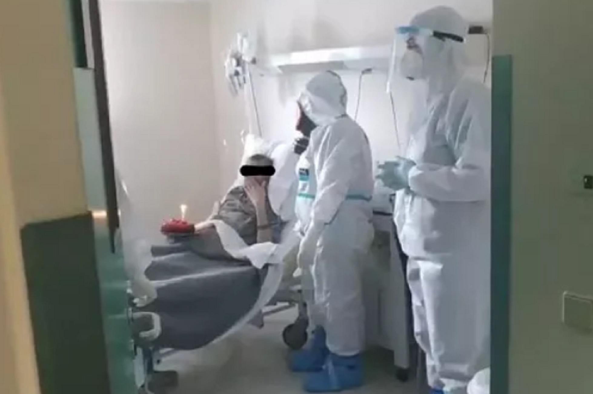 Βόλος - Κορονοϊός: Τα πιο δύσκολα γενέθλια - Δείτε την έκπληξη που έκανε  τον ασθενή να δακρύσει