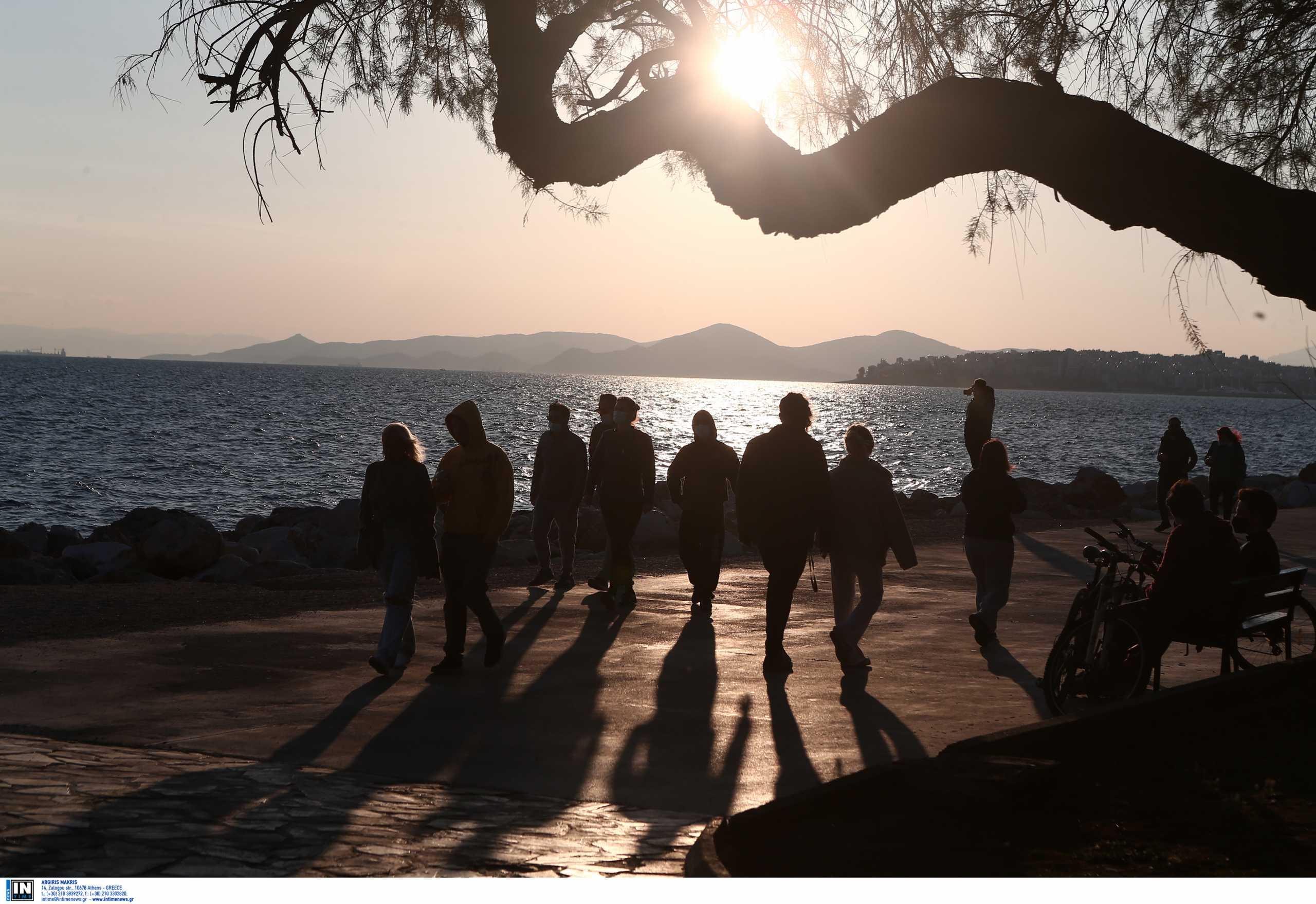 Κορονοϊός: 1.525 νέα κρούσματα μόνο στην Αττική – «Πνίγονται» Θεσσαλονίκη, Αχαΐα και Κοζάνη