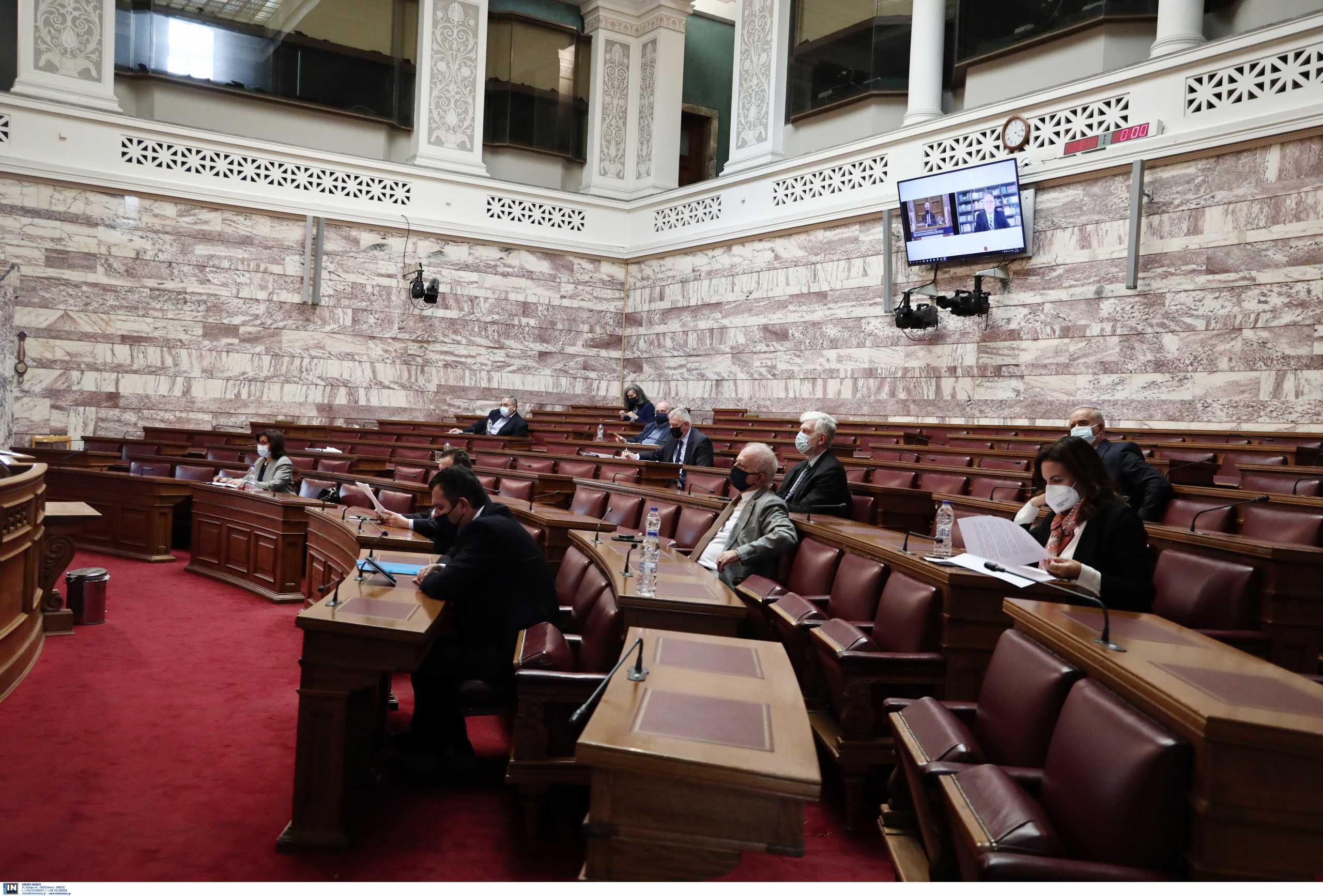 Πέρασε η τροπολογία για το ακαταδίωκτο των μελών της επιτροπής λοιμωξιολόγων – Αποχώρησε ο ΣΥΡΙΖΑ