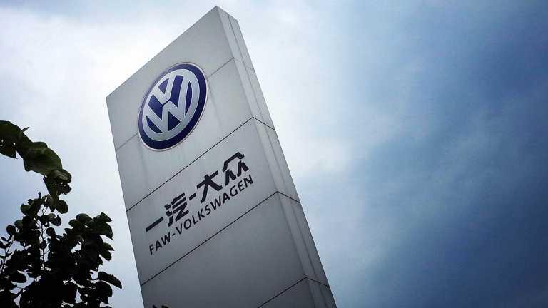 Στην ανάγκη της Tesla η Volkswagen λόγω ρύπων