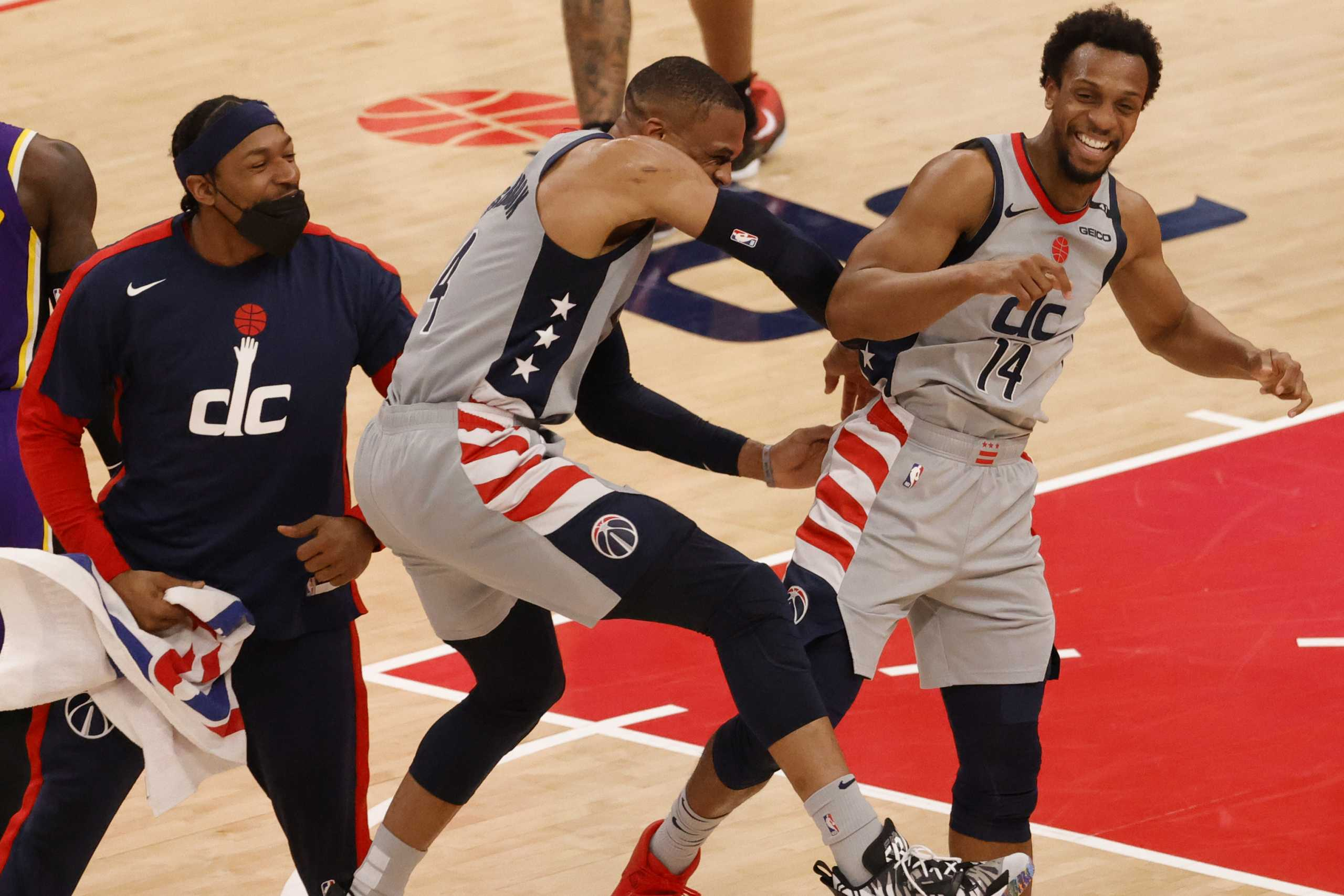 NBA: Ο ασύλληπτος Ουέστμπρουκ «καθάρισε» και τους Λέικερς (video)