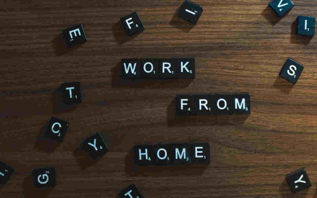 Αναβάθμισε την εμπειρία work from home με τα κατάλληλα αξεσουάρ για το desktop σου!