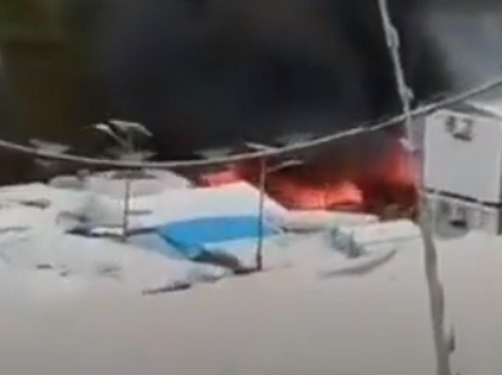 Χίος: Καταστροφές από μεγάλη φωτιά στον καταυλισμό της ΒΙΑΛ – Τι δείχνουν τα πρώτα στοιχεία (video)