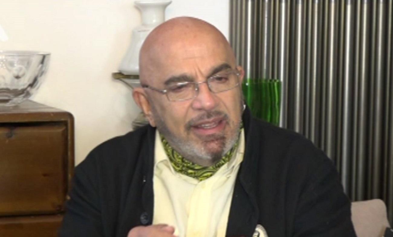 Ξεσπά ο Γιάννης Ζουγανέλης – «Είναι ντροπή να χρησιμοποιούμε greeklish»