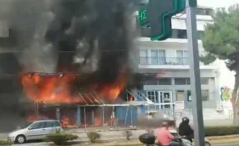«Λαμπάδιασε» μαγαζί στην Αργυρούπολη (video)