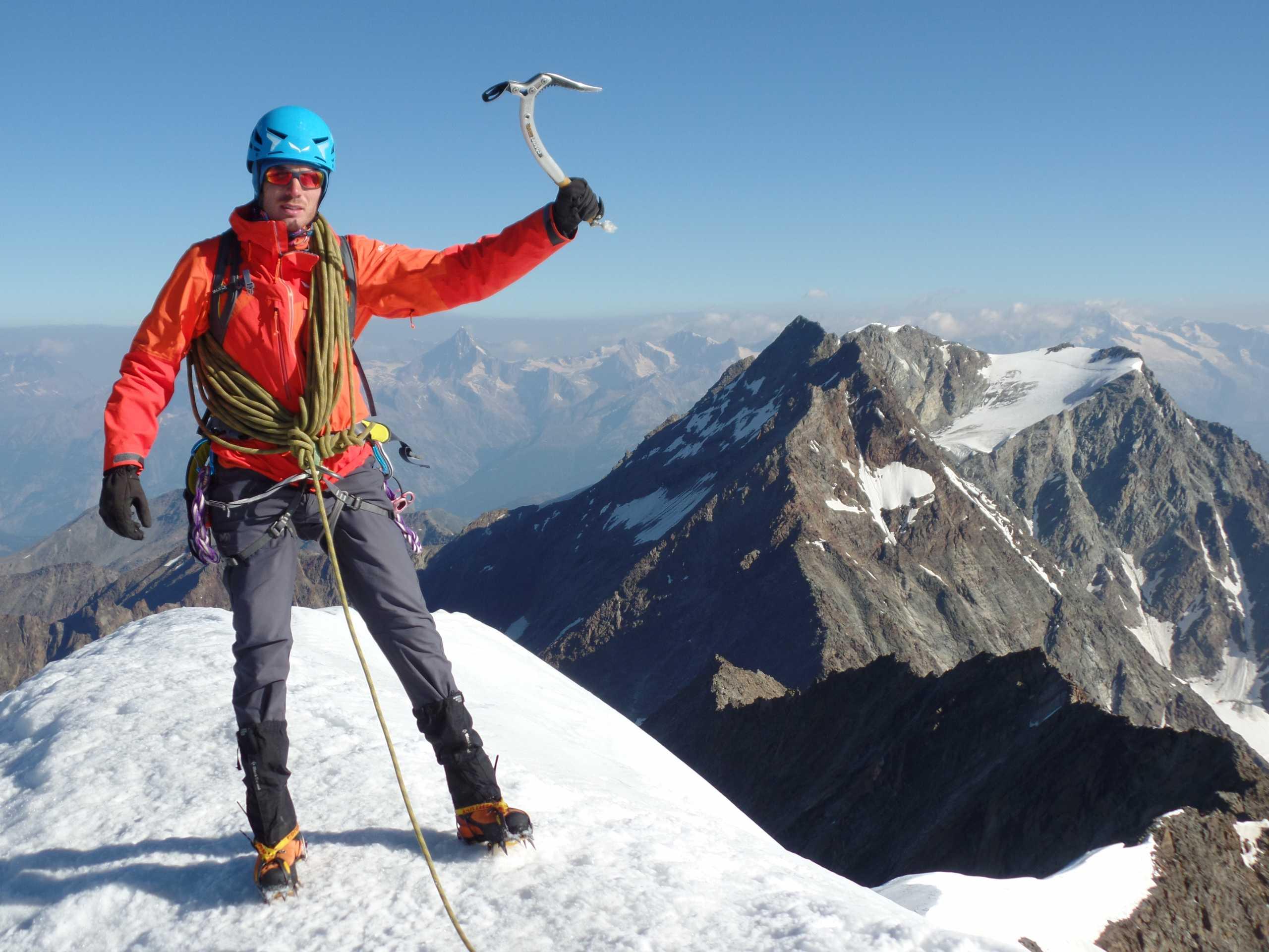 Ο 30χρονος Έλληνας αστυνομικός που κατακτά τις κορυφές του κόσμου – Ετοιμάζεται τώρα για τα 8.611 μέτρα (pics)
