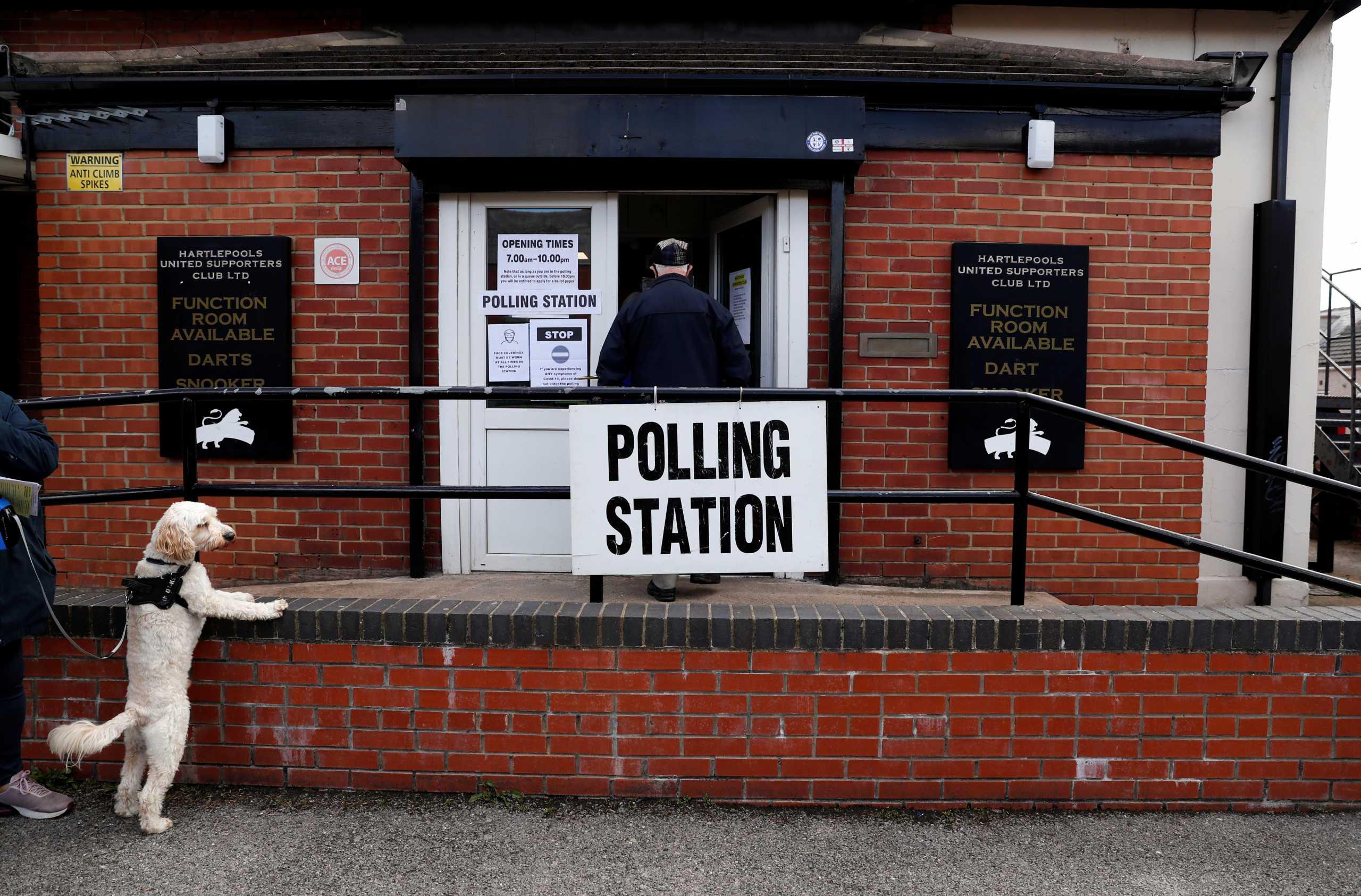 Ψηφίζουν οι Βρετανοί με το βλέμμα στην ανεξαρτησία της Σκωτίας