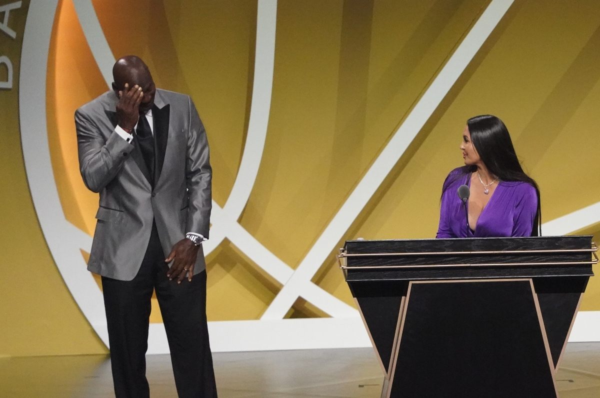 Hall of Fame: Συγκινημένος ο Μάικλ Τζόρνταν στην ομιλία της χήρας του Κόμπι Μπράιαντ