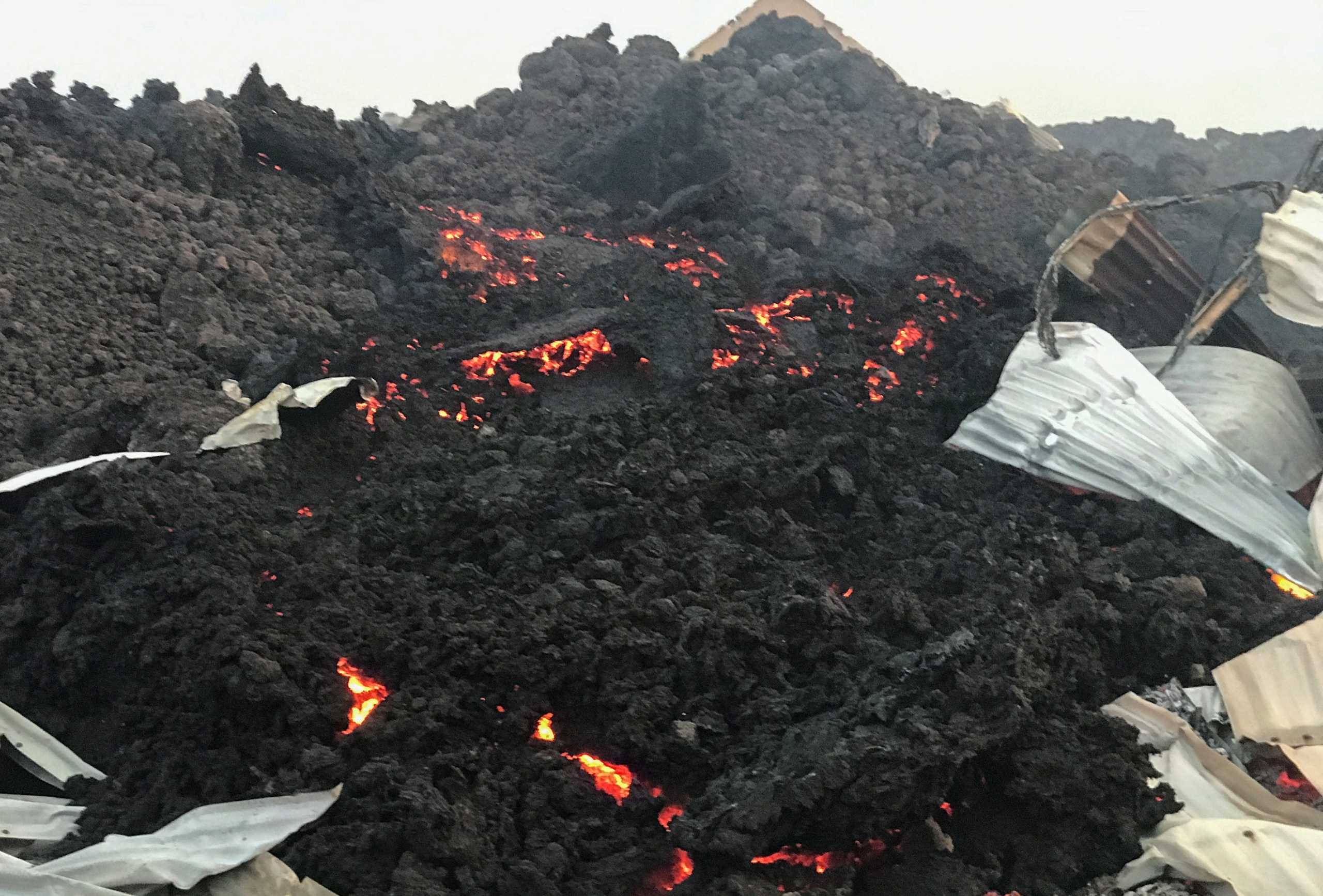Κονγκό: «Γλίτωσε» η πόλη Γκόμα – Συγκλονιστικές εικόνες από την έκρηξη του ηφαιστείου Νιραγκόνγκο
