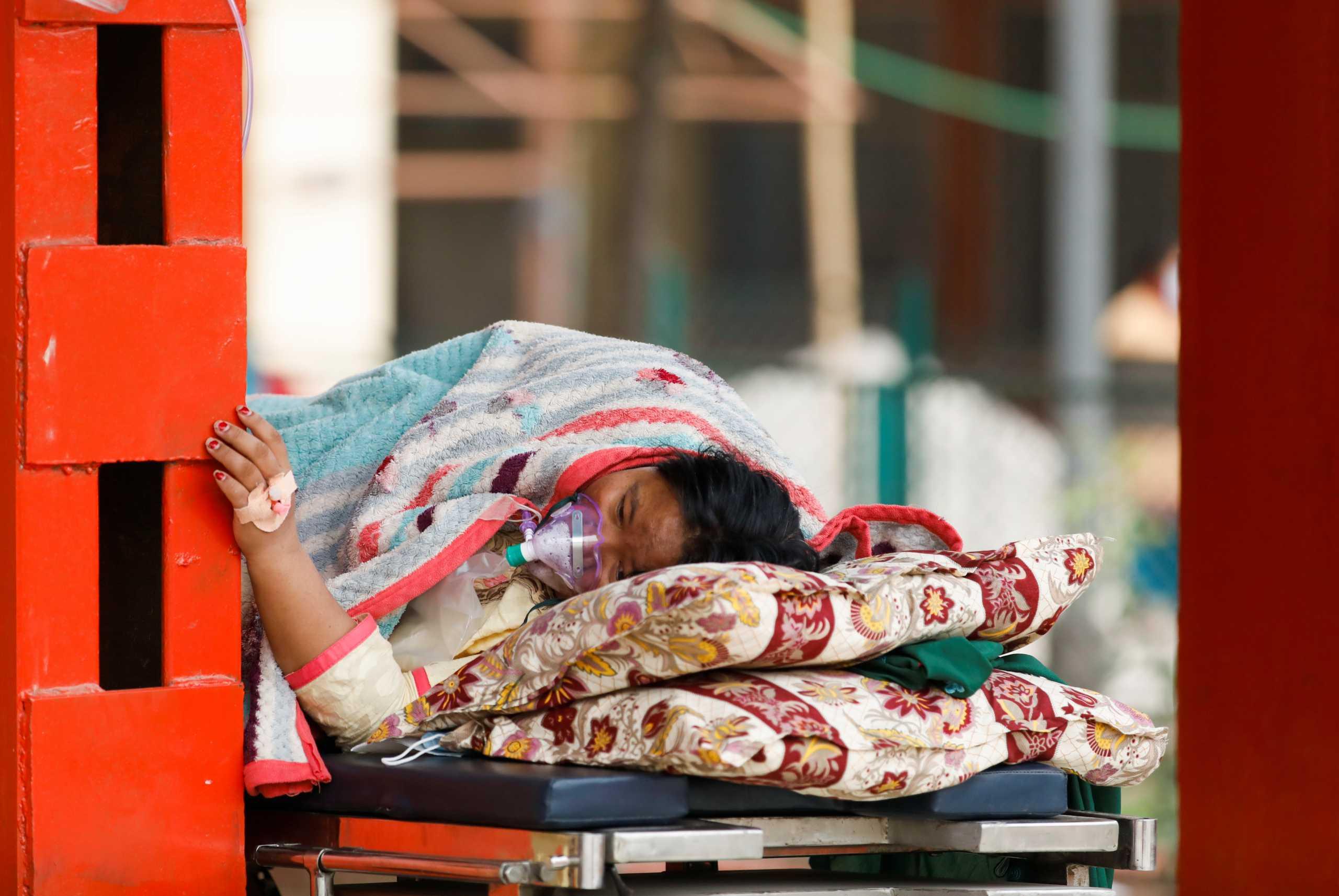 Κορονοϊός: Πεθαίνουν από ασφυξία λόγω έλλειψης οξυγόνου στο Νεπάλ – Χειρότερη η κατάσταση και από την Ινδία