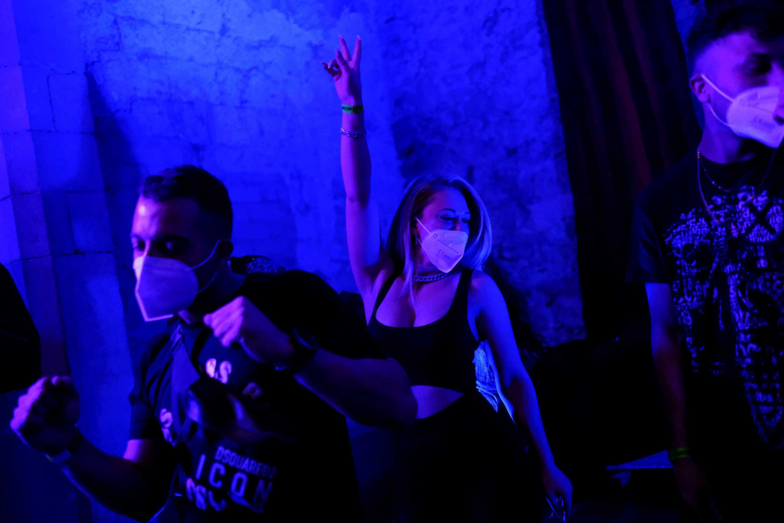 Ισπανία: Μάσκες, τεστ και τρελός χορός – Το πείραμα για άνοιγμα των club στη μέση της πανδημίας