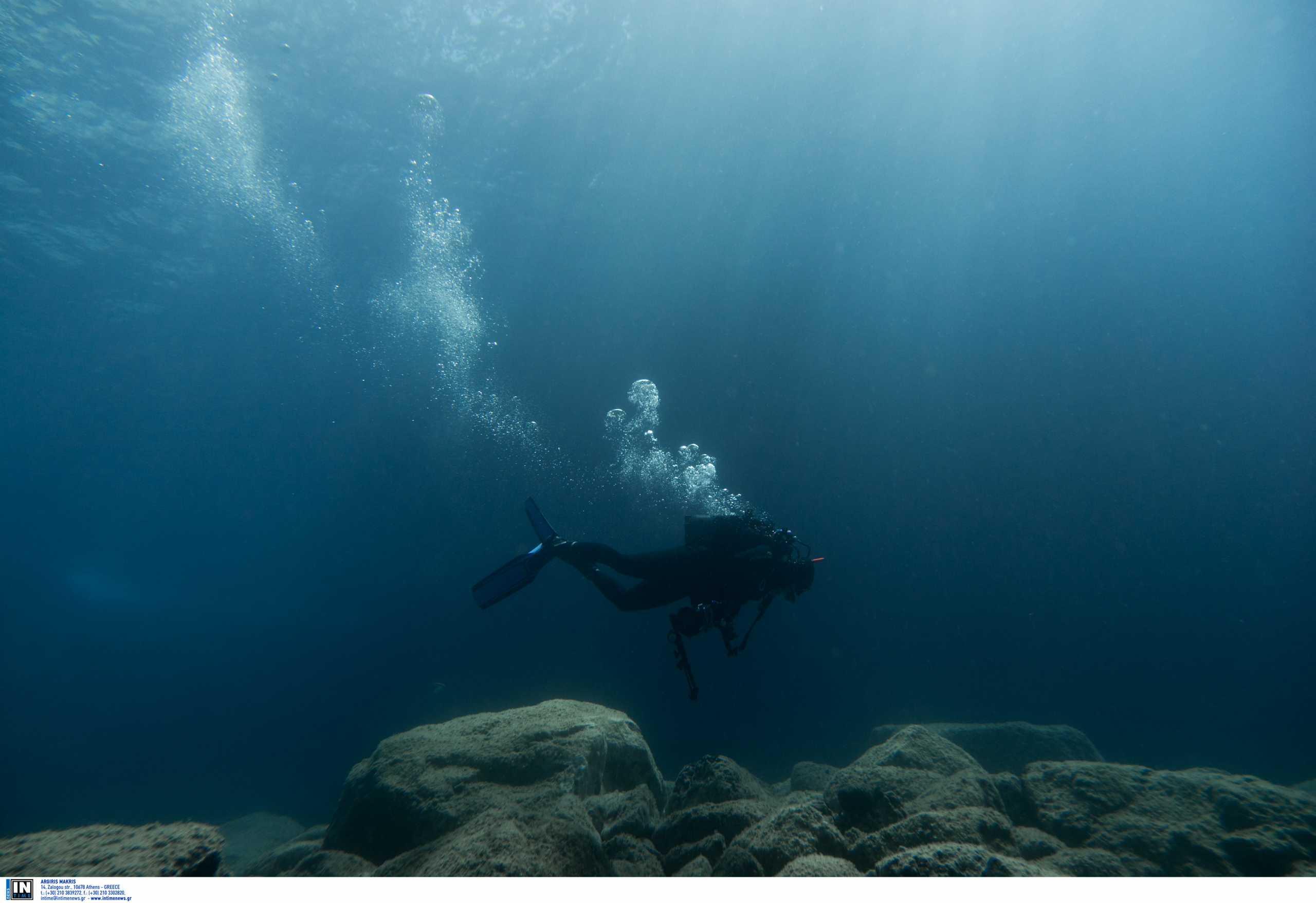 Σέρρες: Βατραχάνθρωποι του λιμενικού στις έρευνες για τον αγνοούμενο ψαρά