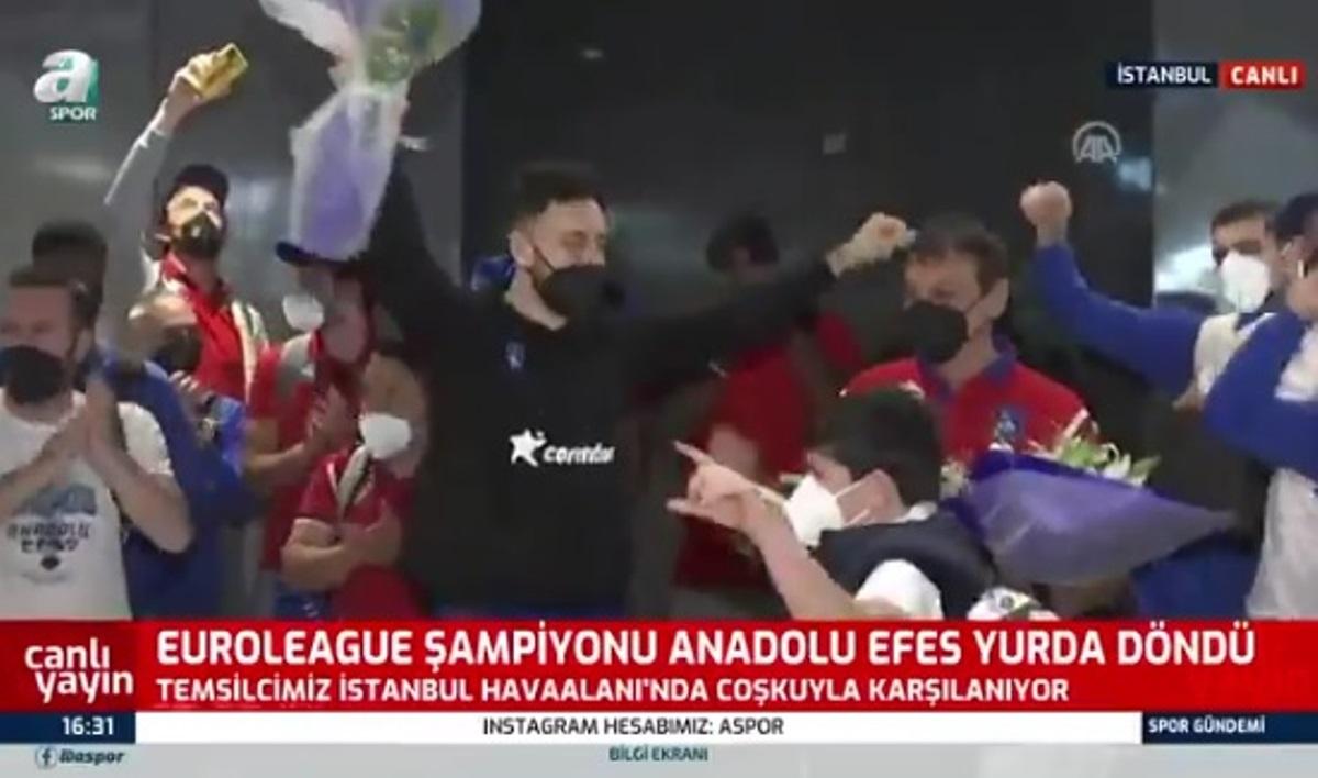 Αναντολού Εφές: Υποδοχή με όργανα για τους θριαμβευτές της Euroleague