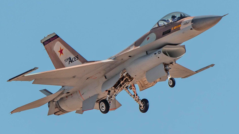 F-16: Το πρώτο «ιδιωτικό» μαχητικό είναι γεγονός – Η ιστορία του «MiG killer» [vid]