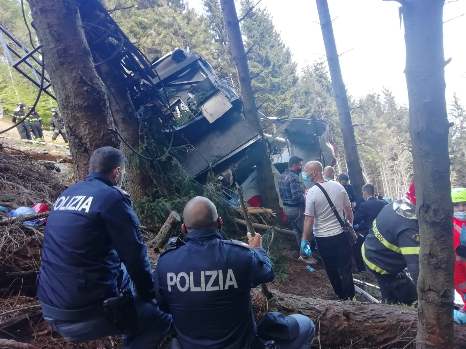 Πτώση καμπίνας τελεφερίκ στην Ιταλία: Αυτά είναι τα θύματα της τραγωδίας (pics, vid)