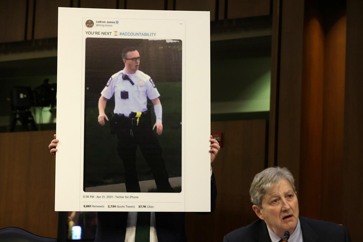 Λεμπρόν Τζέιμς: Γερουσιαστής τον κάλεσε να ξεκαθαρίσει τη θέση του για οργισμένη ανάρτηση