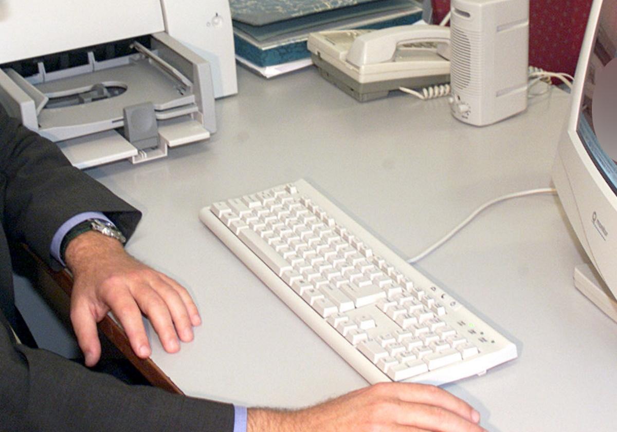 Αυτά προβλέπει το νομοσχέδιο για την προστασία της εργασίας – Πώς θα εφαρμοστεί η ψηφιακή κάρτα